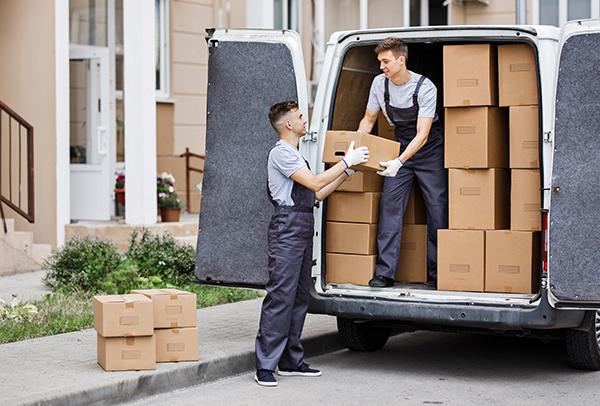 Pourquoi engager un déménageur pour un petit déménagement?)